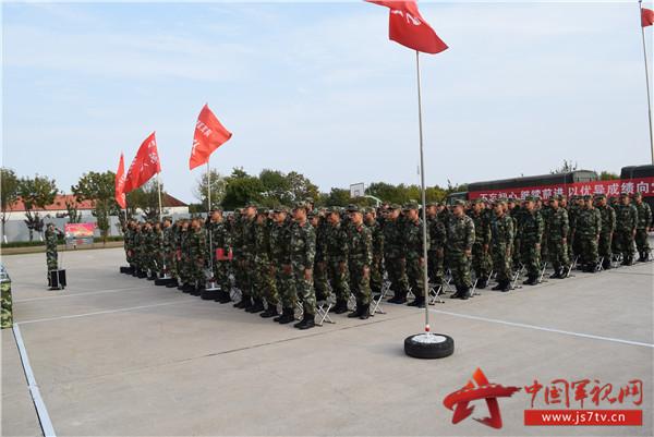 图为二大队官兵进行重温入党誓词宣誓
