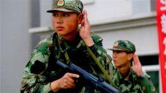 你注意过军人的眼神吗?那是属于军人的坚强与刚毅