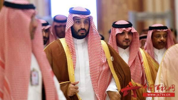 沙特一直升机坠毁机上7人全部遇难其中有1名王子