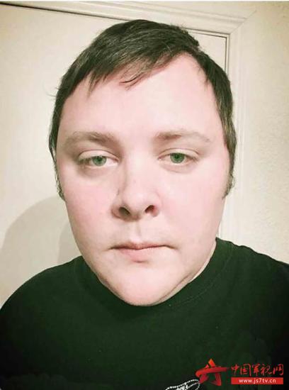 图为枪击案凶手戴文·凯利社交网络上的照片.