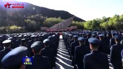 空军举行向英雄纪念墙敬献花篮仪式