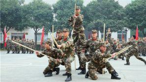 发扬体育精神 增强军人体质