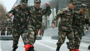 滚轮胎 挤气球,军营运动会赛事精彩纷呈