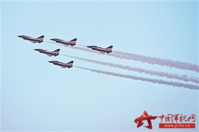 八一飞行表演队队长曹振忠认为,随着中国经济能力提升和航空工业