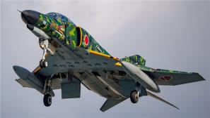 换装冲喜?日本F-4战机换成绿色涂装