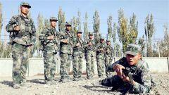 新疆陆军某部新兵苦训塑血性