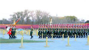千余名新战士赴天安门看升旗仪式