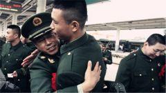 武警·江西:赣州支队欢送退伍老兵光荣返乡