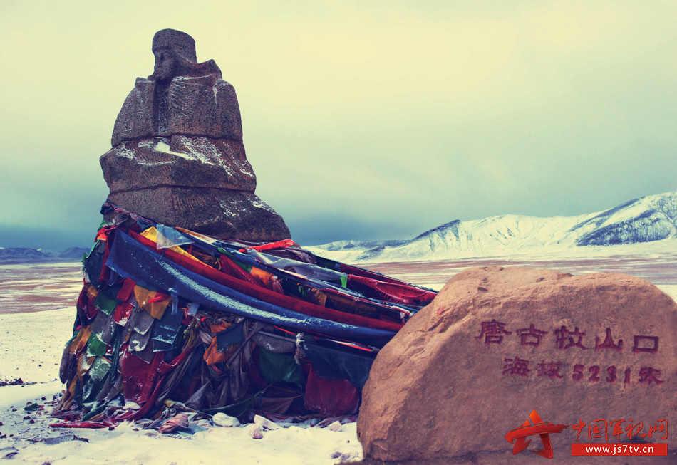 1、唐古拉山口西部军人雕像 邹小庆  摄