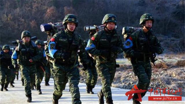 恐怖,参加和支援国家经济建设等任务,战时配合人民解放军进行防卫作战图片