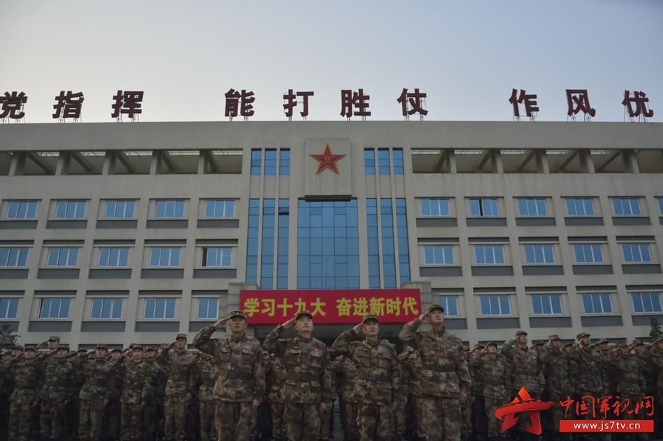 第77集团军某特战旅隆重举行 新年 升旗仪式