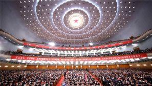 党中央引领中国特色社会主义进入新时代