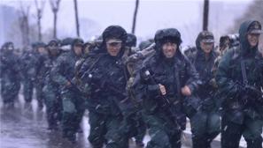 冬季野营拉练:武警湖北总队顶风冒雪练精兵