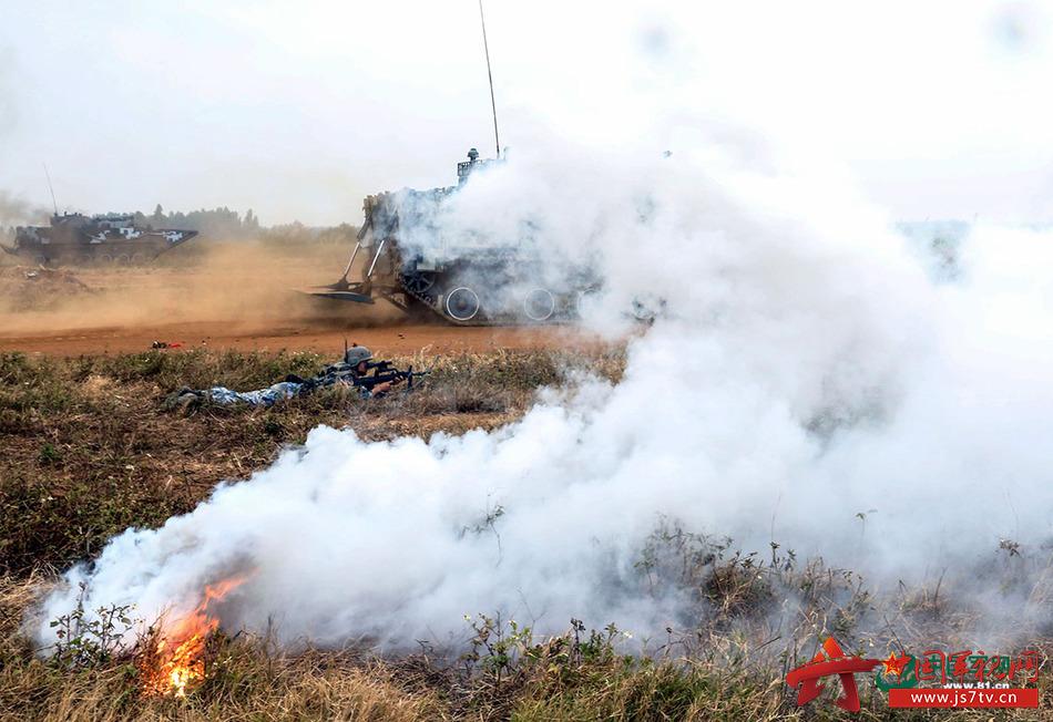 实战开训 海军陆战队红蓝对抗战火起