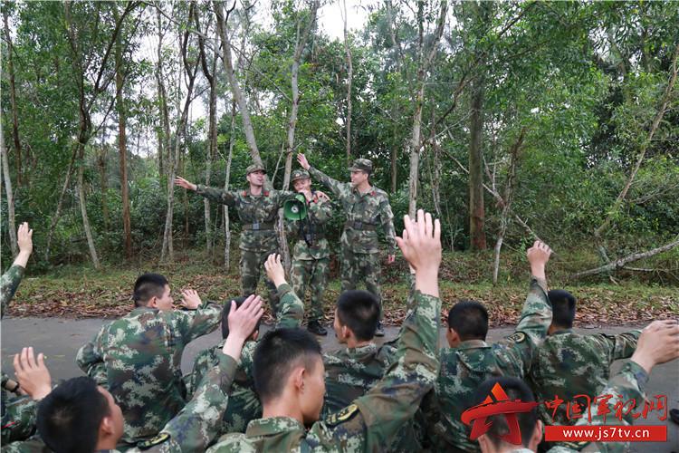 军人本色黑鸭子歌谱-武警海南总队机动支队 征途过半,继续前进