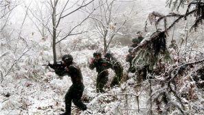 寒天砺精兵 武警重庆总队开展冬季拉练士气高昂
