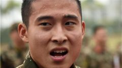广西南宁:武警开展创破纪录竞赛