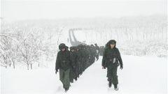 武警安徽省总队闻令而动组织冬季野营大拉练