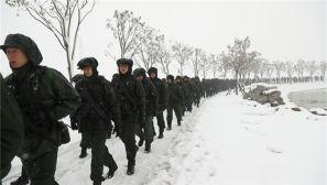 练兵为打仗 武警安徽省总队组织冬季野营大拉练