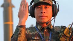 """39岁导弹""""兵王""""何贤达:从炊事员到一等功臣"""