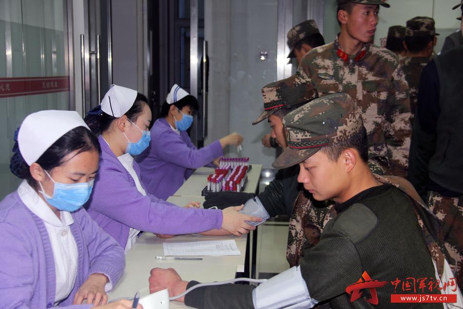 为官兵检测血压