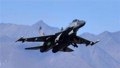 中国空军歼-20等多型新机实战实训制胜空天