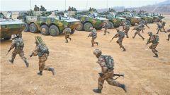 中部战区陆军某师开展实战化军事训练掠影