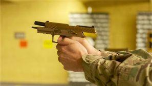 新款模块化手枪M17/18列装美军101空降师
