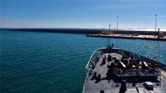 """海军第28批护航编队""""太湖""""舰靠港休整"""