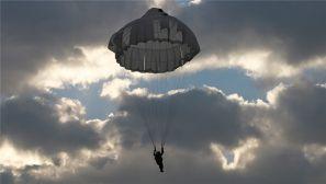 空降兵某旅:新兵跳伞经历 第一次升空实跳