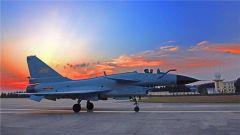 南部战区空军航空兵某旅鏖战夜空练铁翼