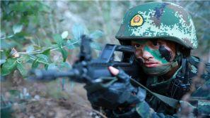 霸气!看女特战队员的日常训练