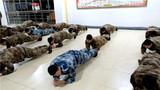 补训学员在做体能操。