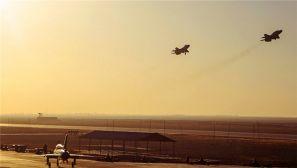 雏鹰展翅 新飞行员开始双机特技编队飞行