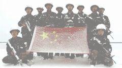 """西藏""""空城""""感人一幕:边防官兵顶风冒雪巡线边防"""