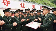 精武标兵有了专属证书,这个部队的表彰会开得走心!