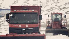 西藏多地突降大雪 武警部队紧急驰援