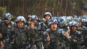空降兵某旅组织数千名新兵进行入伍后首次战备拉动演练