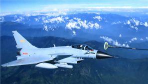 我们的拜年不一样 跟着战机去看空中加油