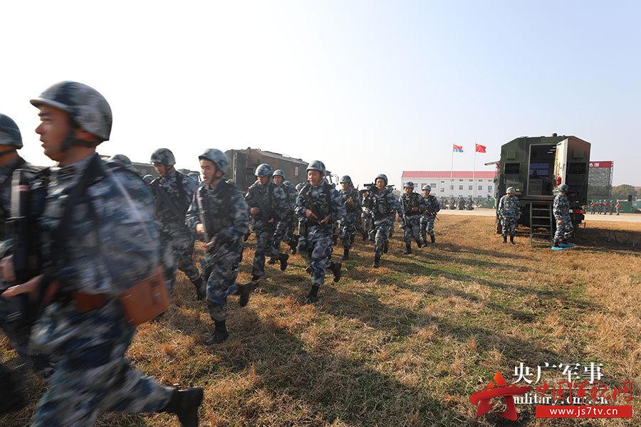 部隊練兵備戰板報圖片