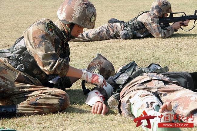 模拟负伤救治伤员