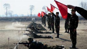浓烟滚滚 武警忻州支队开展重火器射击训练