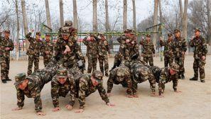 """体能训练这样来 让官兵""""玩""""到飞起来"""