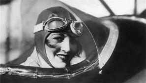 翱翔蓝天的铿锵玫瑰:世界早期女飞行员风采