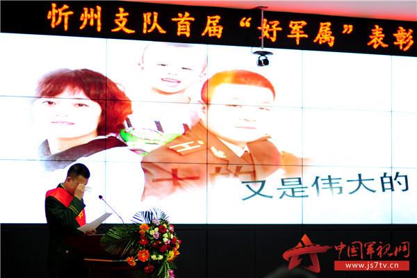 2支队官兵讲述感人事迹时不禁泪目。(袁浩翔摄)