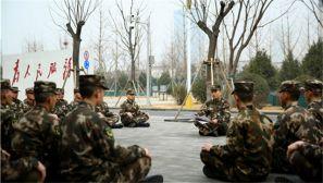 武警太原支队官兵学习两会精神进行时
