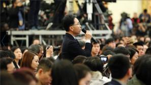 总理记者会来了:记者在会议现场