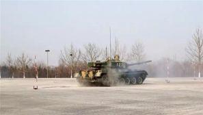 陆军后勤部组织主战装备体验驾驶训练