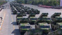 """""""东风""""10巡航导弹紧急拉动曝光 除阅兵外极少露面"""