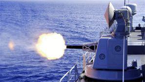 海军护航编队在亚丁湾某海域组织实弹射击训练